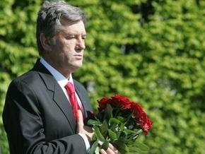 Ющенко возложил цветы к могиле Неизвестного солдата