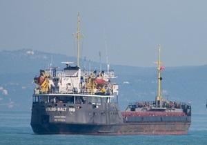 Азаров поручил ряду ведомств подключиться к спасению украинских моряков