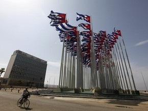Обама продлил эмбарго в отношении Кубы еще на год