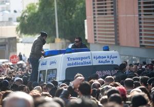 В Тунисе после убийства лидера оппозиции начались массовые акции протеста