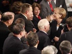 Конгрессмены встретили выступление Меркель овациями