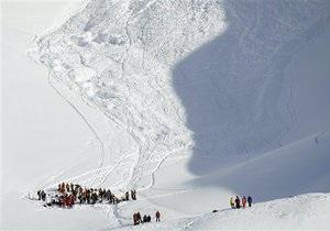 В Грузии группа российских туристов попала под лавину