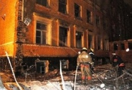 новости Киева - пожар - Печерск - В центре Киева горело отселенное здание возле Генпрокуратуры