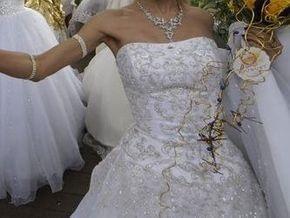 Китайская невеста побила мировой рекорд по длине фаты