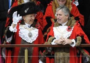 В Британии жители встретили нового лорда-мэра лондонского Сити в костюмах медведя