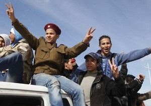 В Ливии повстанцы и силы Каддафи продолжают бои за город Брега