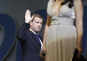Медведев вернется из Индии с местной актрисой, которой не удалось осмотреть Москву