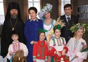 Жена Януковича посетила фестиваль Искорка Божия