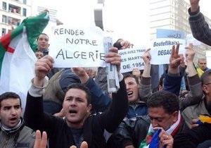 В Алжире полиция сорвала проведение марша оппозиции