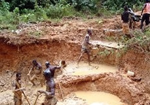В брошенной золотоносной шахте Ганы погибли более ста горняков