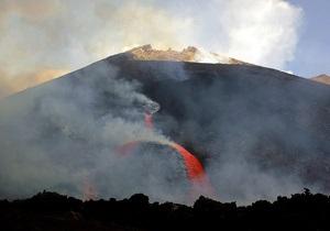 На Сицилии из-за активации вулкана Этна закрыли аэропорт
