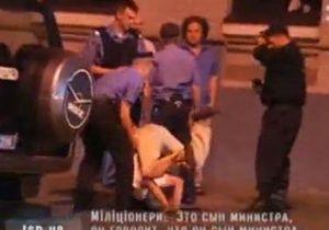 СМИ: Пьяный сын экс-министра пытался научить милиционеров йоге