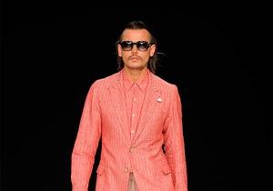 На неделе моды в Лондоне на подиум вышел двойник Джонни Деппа