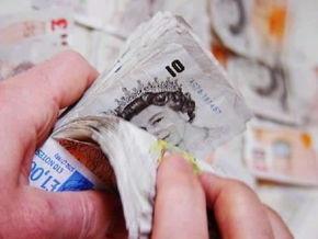 Количество миллионеров в Британии упало вдвое