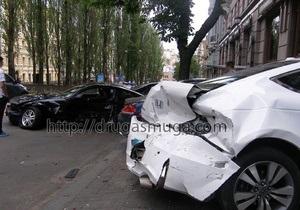 В Киеве произошло ДТП с участием пяти элитных автомобилей