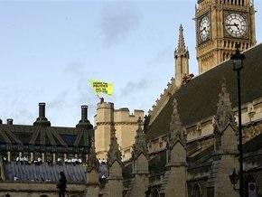 Британская полиция арестовала 20 экологов, устроивших акцию протеста на крыше парламента