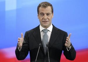 Медведев поздравил в Twitter всех,  для кого прозвенел последний звонок