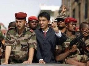 Лидер оппозиции Мадагаскара официально объявил себя президентом