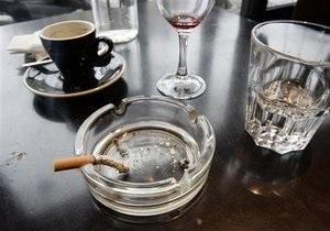 В Киеве впервые оштрафовали за курение в кафе