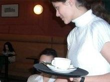 В Латвии официантку из Украины облили кофе за русский язык