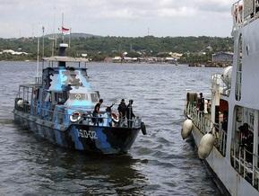 Спасены еще восемь человек с затонувшего в Индонезии парома