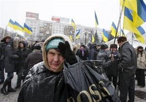 Партия регионов заявила, что в Саках сторонницу Януковича ударили камнем в лицо