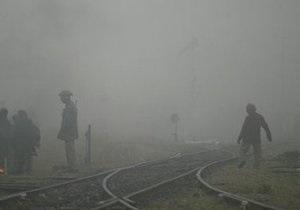 В результате крушения поезда в пригороде Парижа погибли восемь человек
