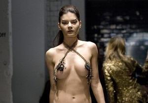 На Лондонской неделе моды на подиум вышли голые модели