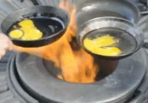 В Киеве задержали подозреваемых в поджаривании второй яичницы на Вечном огне. Один из них – член ВО Свобода