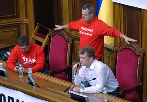 Депутаты из фракции УДАР провели вторую ночь в парламенте