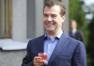 Медведев поздравил Януковича