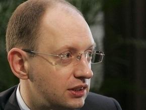 Яценюк рассказал, как он поощрял Минэкономики Крыма пользоваться украинским языком