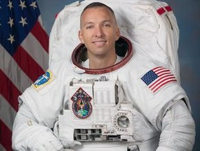 Американский астронавт, усыновивший украинского мальчика, стал отцом в космосе