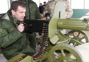 Фотогалерея: Медведев взялся за пулемет
