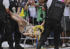 FEMEN провели акцию протеста во время парада в Бразилии