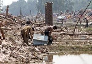 В Пакистане в результате наводнения без крова остались 980 тысяч человек