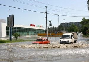 В Мариуполе прорвало коллектор: один из районов города заливает фекалиями