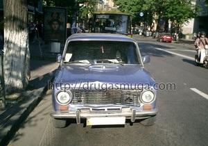В Киеве водитель на ВАЗ сбил пешехода и повредил три иномарки