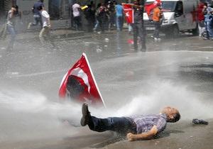 Вице-премьер Турции извинился перед протестующими