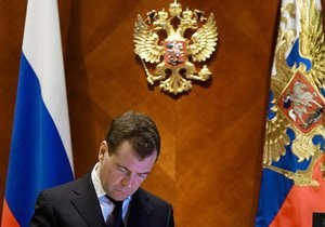 Медведев: Россия исчерпала возможности сырьевого роста экономики