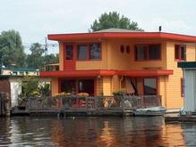 Сколько стоит дом на воде