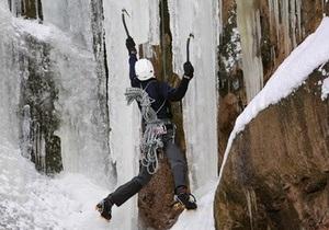 Спасатели эвакуируют украинских альпинистов со склона горы Казбек
