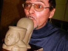 Украинец изготовил унитаз с головой Буша