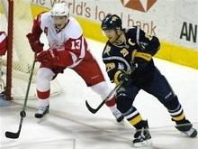 NHL: Клинки уступили Красным Крыльям