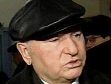 Лужкову пытались вернуть потерянную в Крыму кепку