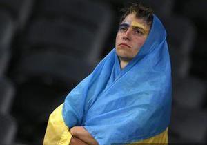 Азаров: Не нужно делать трагедии из проигрыша сборной