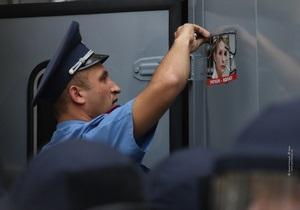 Суд над Тимошенко продолжится завтра. Автозак с экс-премьером выехал в СИЗО