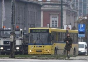 СМИ обнародовали видеозапись обстрела посольства США в Сараево