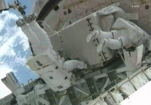 Астронавты NASA завершили последний выход в космос в рамках программы шаттлов