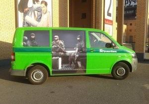 Днепропетровских инкассаторов  охраняют  нарисованные спецназовцы